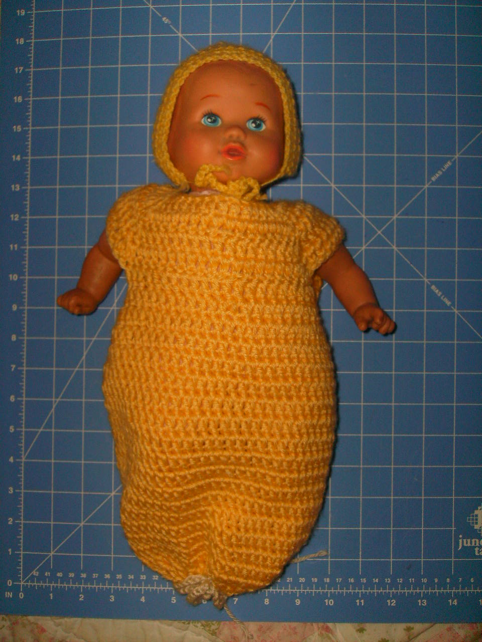 "Gown with tie bottom for 18"" doll"